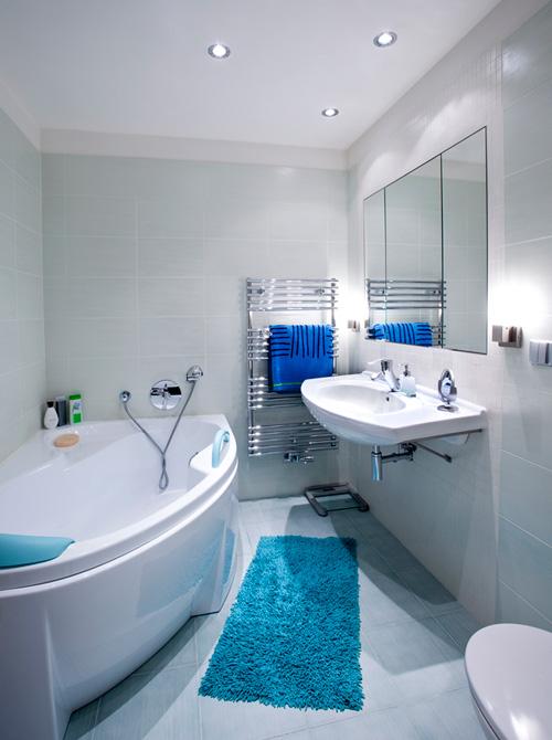 il secondo bagno mostra una scelta meno comune ci sono infatti i colori come denominatore comune delle piastrelle ma ogni angolo stato gestito in