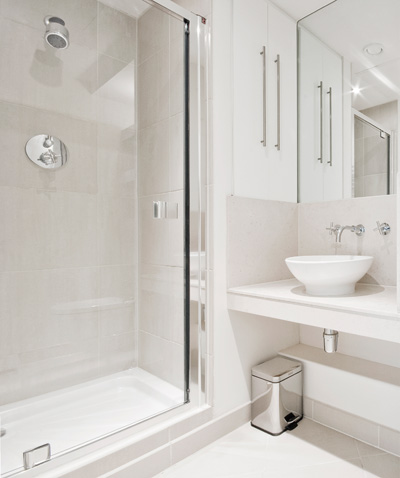 coloratissimo ed energetico oppure neutro e rilassante il bagno rappresenta uno degli ambienti pi vissuti della casa e che come tale va curato