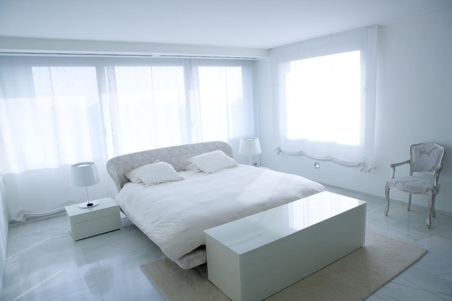 Colore pareti camera da letto quali scegliere for Esempi di pareti colorate