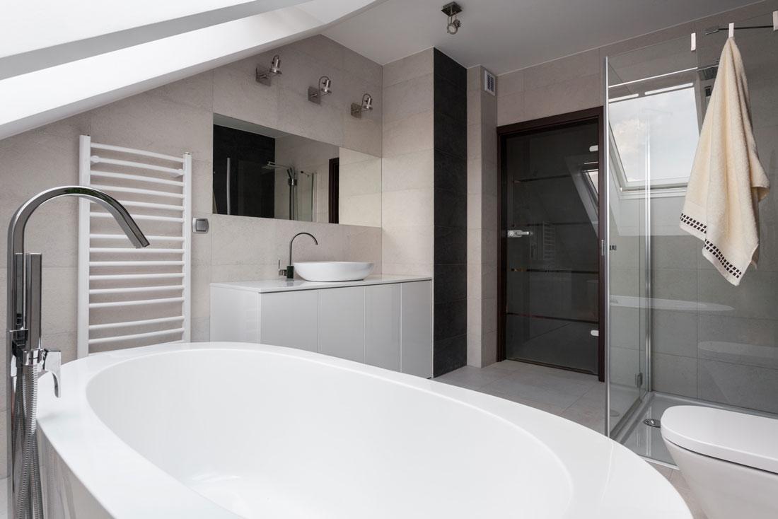 Pareti divisorie con charme arredare - Dipingere piastrelle bagno ...