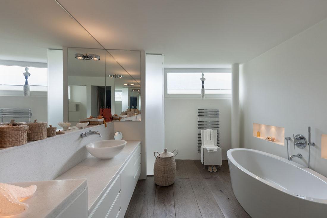 Bagno senza piastrelle prezzi smalto e il microtopping - Pareti bagno senza piastrelle ...