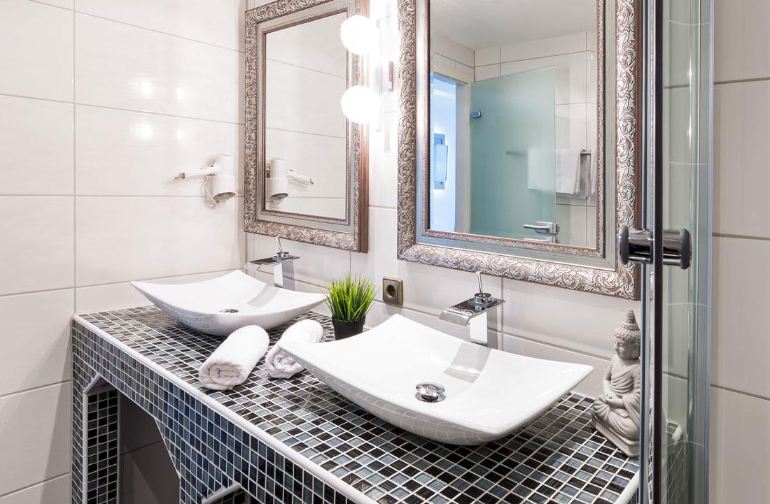 Bagno in muratura moderno classico o rustico - Lavabo in muratura per bagno ...