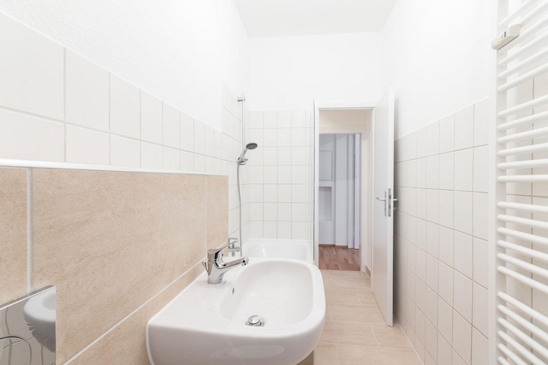 ristrutturare un bagno rettangolare lungo e stretto