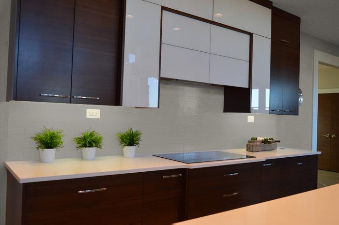 cucina moderna pareti grigio tortora chiaro