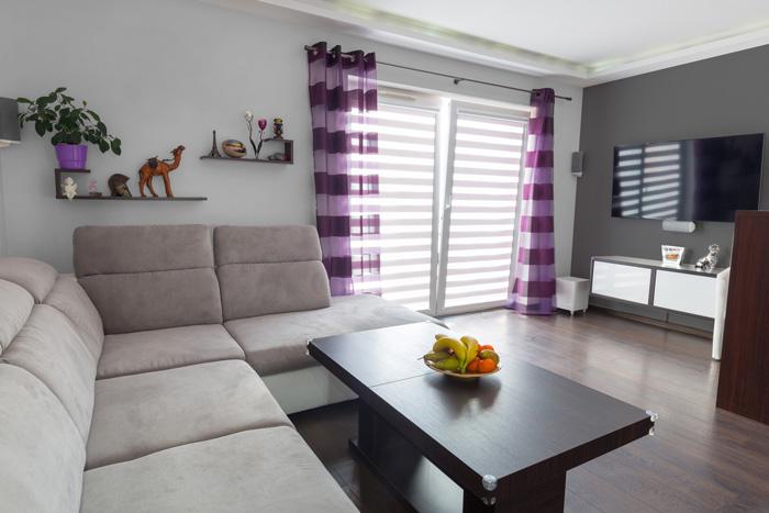 Soggiorno Grigio E Viola ~ Idee per il design della casa