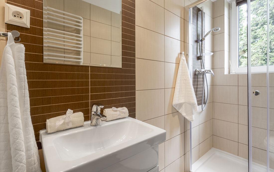 Bagni moderni piccoli ma funzionali for Bagno moderno con doccia