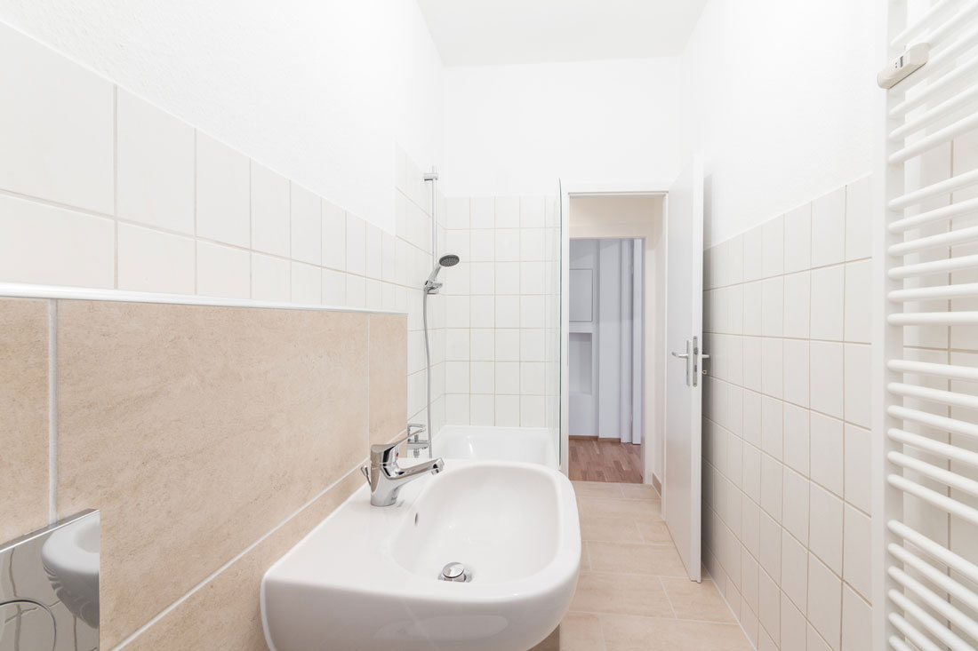Ristrutturare un bagno rettangolare lungo e stretto - Idee ristrutturazione bagno ...