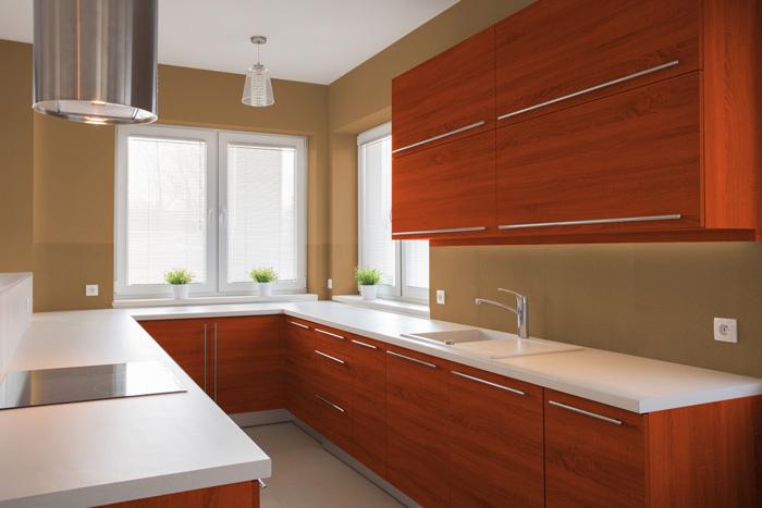 I migliori colori delle pareti per una cucina ciliegio for Sedie che si appendono al soffitto
