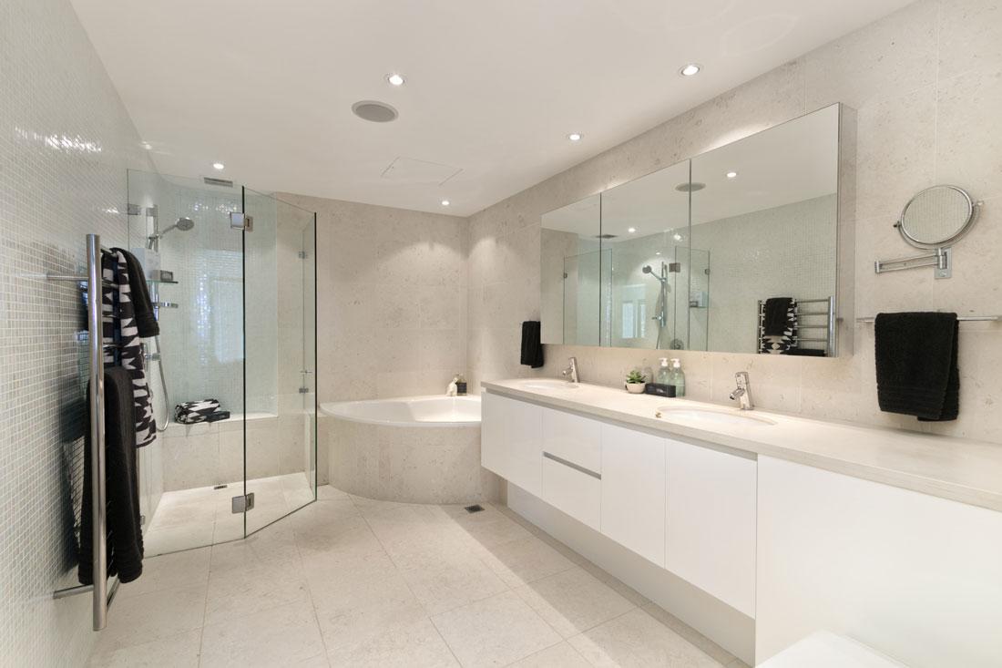Box doccia prezzi consigli e idee for Idee di pavimento di mudroom