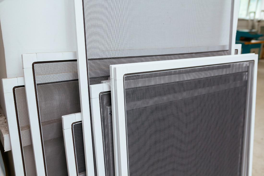 Zanzariere estensibili per finestre e porte prezzi e for Zanzariera porta finestra