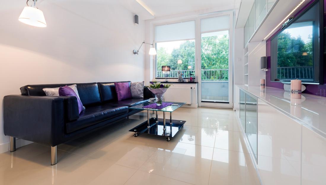 Piastrelle e pavimenti lucidi tipologie prezzi e for Gres porcellanato effetto marmo lucido prezzi
