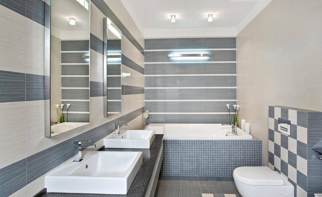 bagno di colore grigio e beige