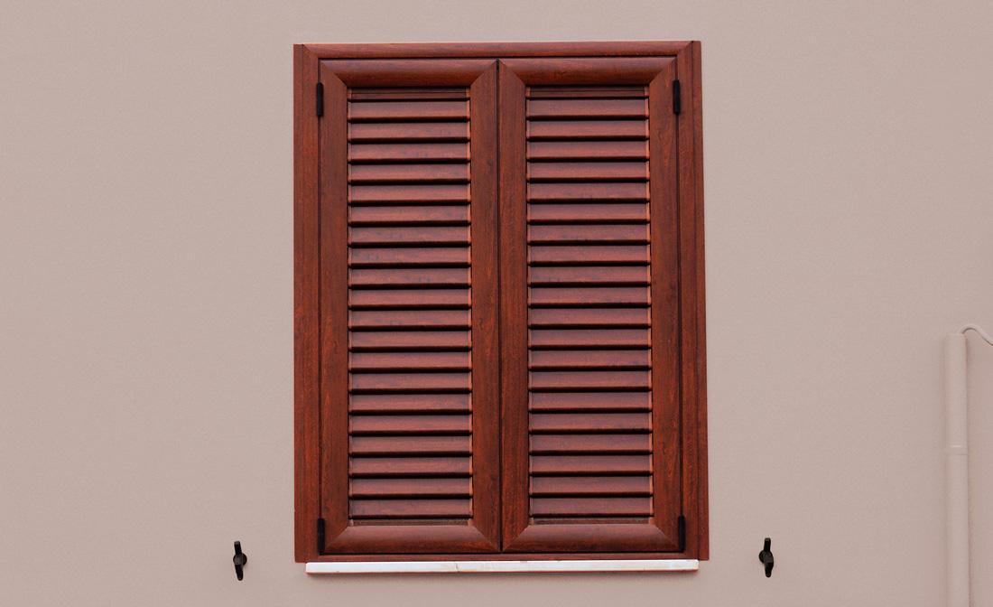 Persiane in alluminio finto legno prezzi e pro contro for Scuri in legno prezzi online