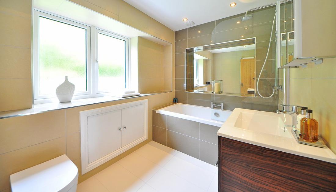 Quanto costa una doccia con vasca prezzi dimensioni e - Pavimento bagno consigli ...