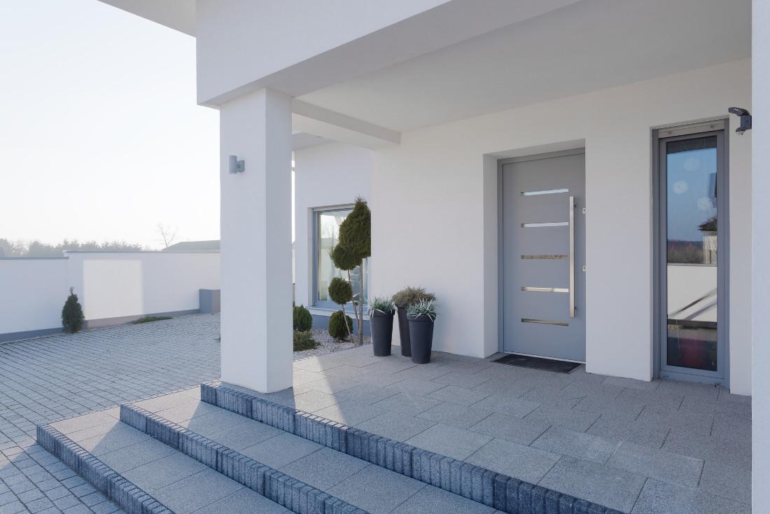 Porte in alluminio per esterni ed interni pro contro e for Infissi esterni in alluminio prezzi