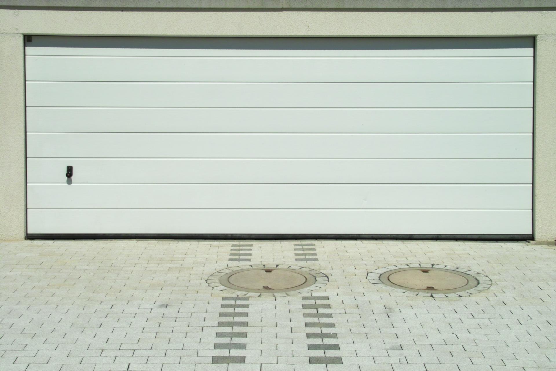 Portoni A Due Ante Per Garage Usato.Porte Sezionali Per Garage E Box Auto Prezzi E Consigli