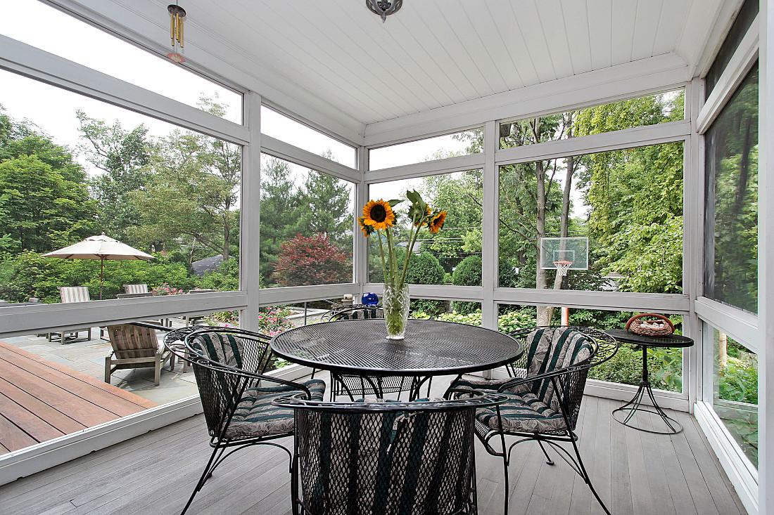 Verande in legno per terrazzi e giardini prezzi e for Idee di veranda laterale