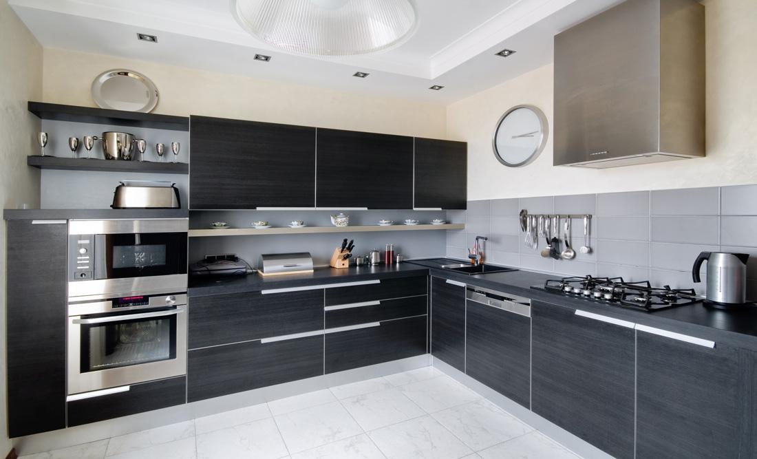 Pavimenti e piastrelle grigie 10 errori da evitare - Cucina senza piastrelle ...