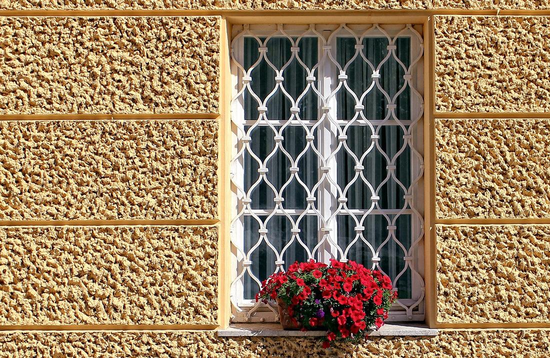 Grate e inferriate a rombo prezzi e consigli - Griglia regolabile protezione finestre ...