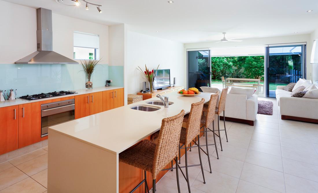 Pavimenti chiari per interni moderni prezzi e consigli for Ambienti interni moderni