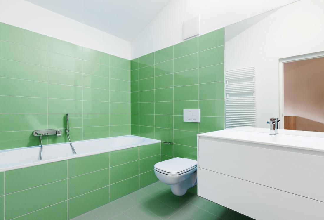 Pavimenti e piastrelle verdi consigli e idee - Bagno verde mela ...