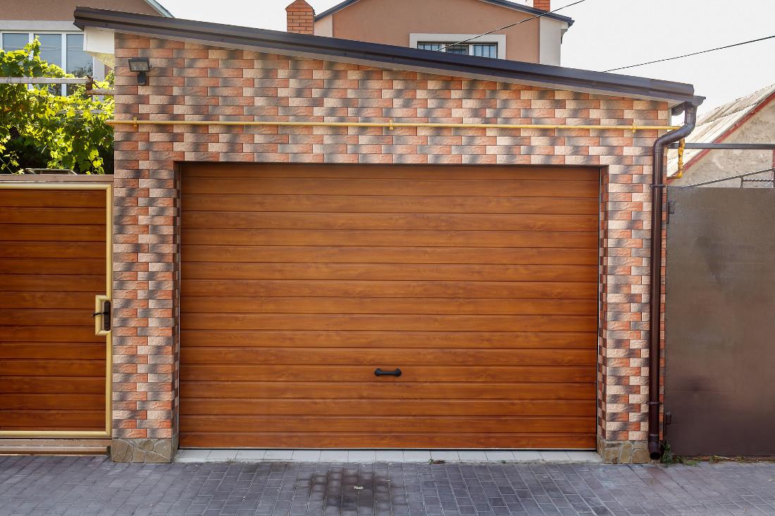 Basculante per garage e box prezzi modelli e misure standard - Porta garage sezionale prezzi ...