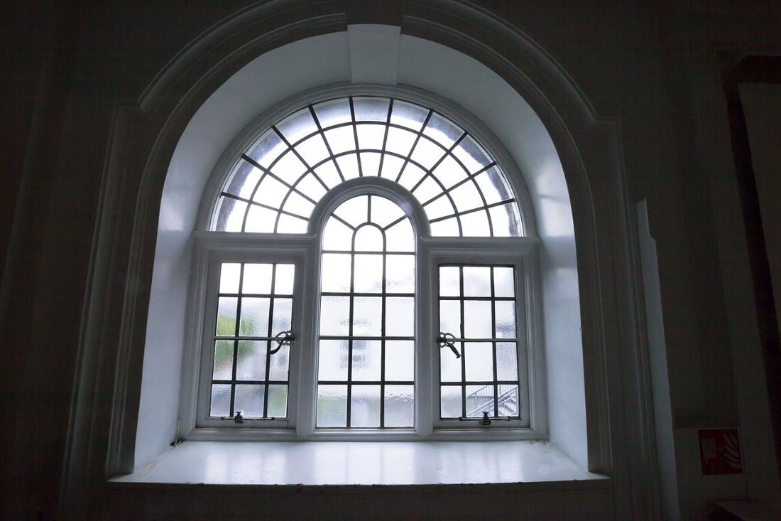 Zanzariere per finestre ad arco o a bilico prezzi e for Finestre su misura bricoman