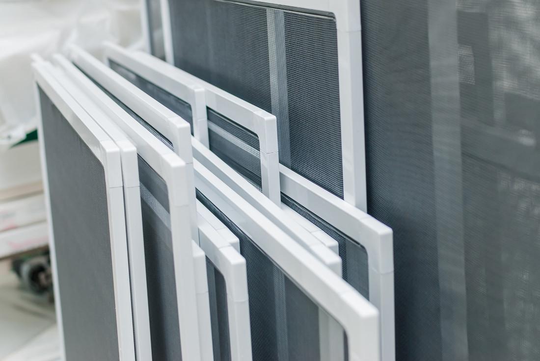 Zanzariere su misura fisse a rullo e magnetiche prezzi - Zanzariere magnetiche per finestre ...