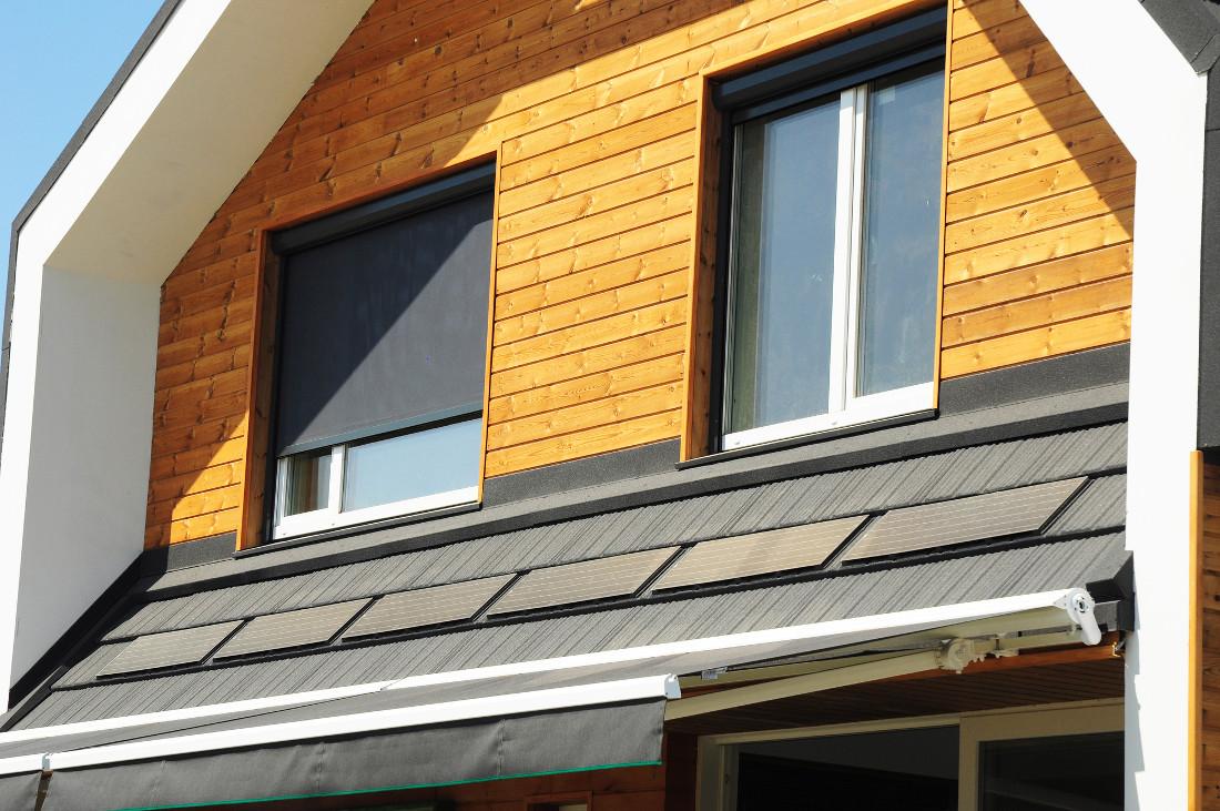 Tende a rullo per esterni solari e antivento prezzi e - Protezione per finestre ...