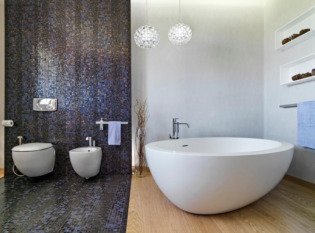 Pavimenti per il bagno moderno prezzi idee e consigli - Rivestimenti bagno prezzi ...