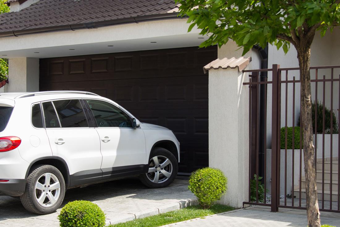 Pavimenti per esterni carrabili prezzi soluzioni e for Garage per 2 auto personalizzate