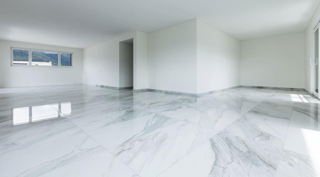 Piastrelle e pavimenti effetto marmo prezzi e consigli - Pulire fughe piastrelle da olio ...