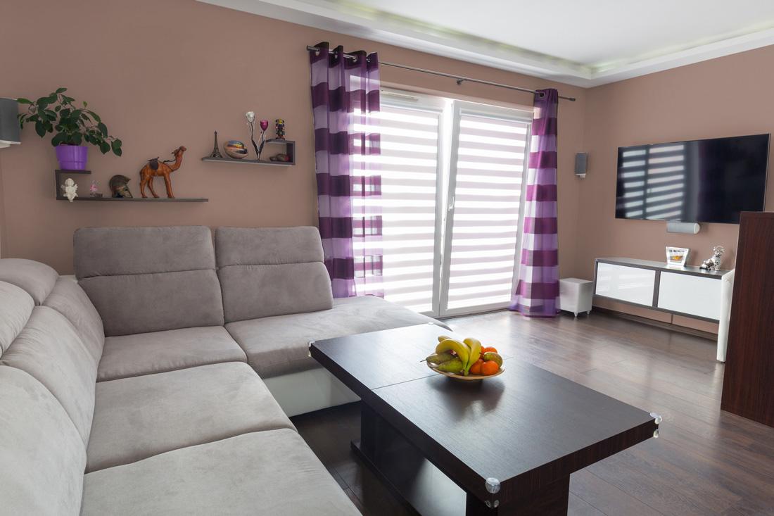 Pareti beige 7 idee moderne da copiare for Pareti soggiorno grigio