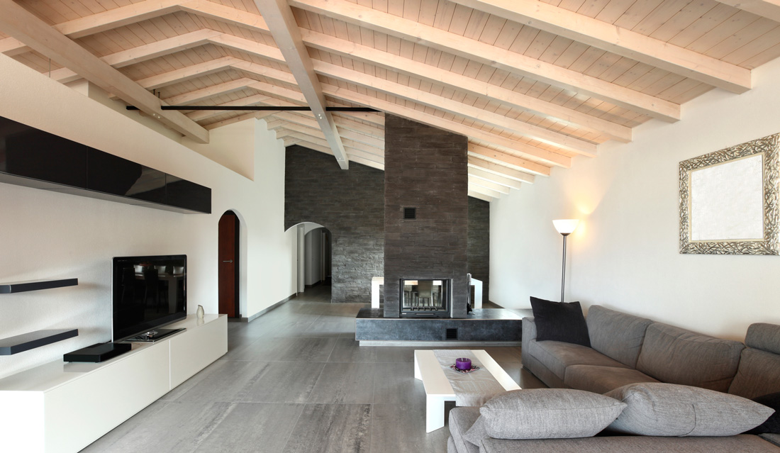 Travi a vista bianche color legno o colorate for Interni case minimaliste