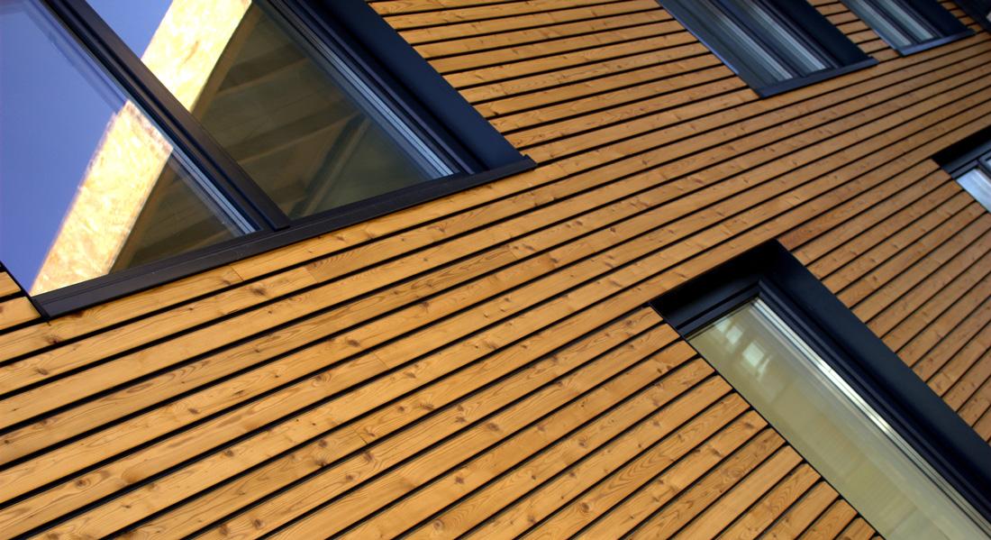 Facciate in legno prezzi e consigli for Stili di rivestimenti esterni in legno