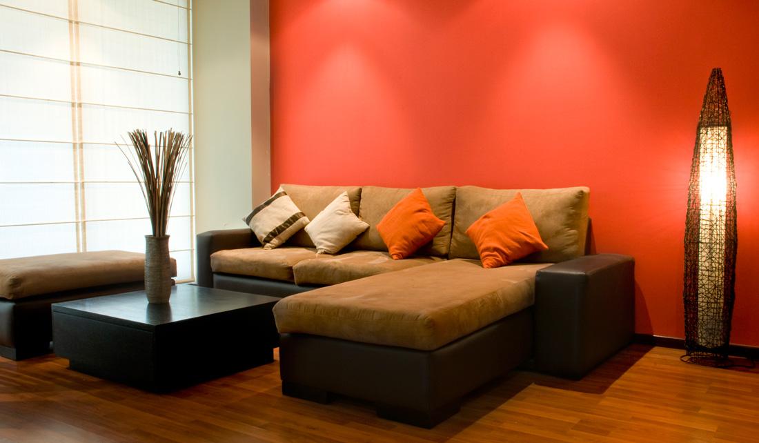 Pareti arancioni tonalit abbinamenti e consigli - Divano grigio abbinamenti ...