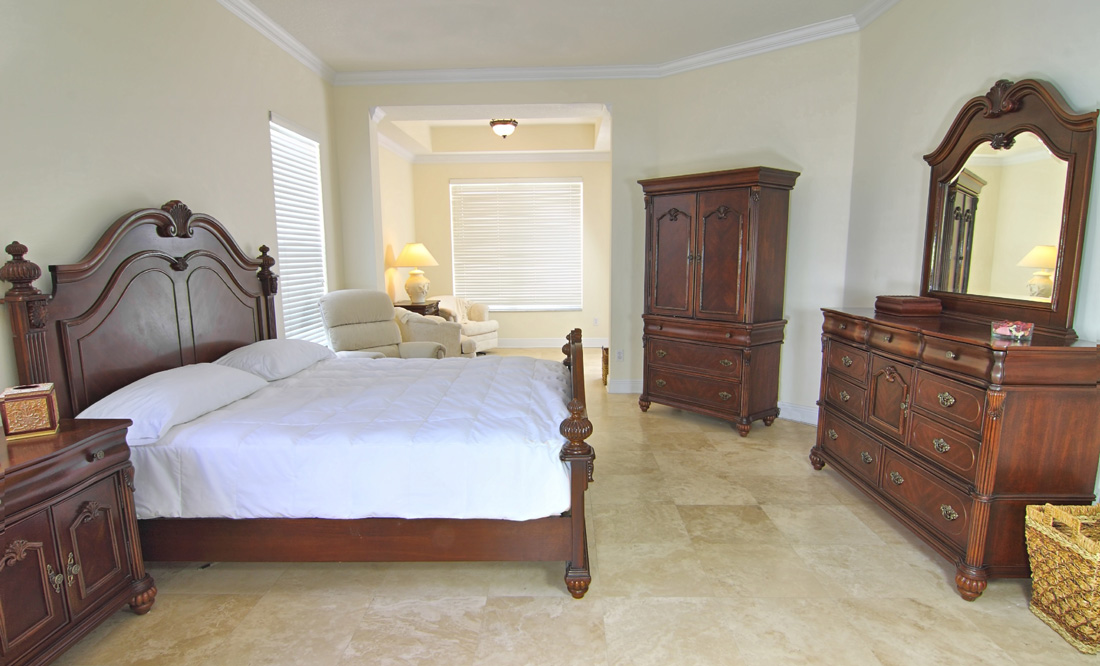 Camere da letto classiche prezzi e stili for Camere da letto in legno prezzi