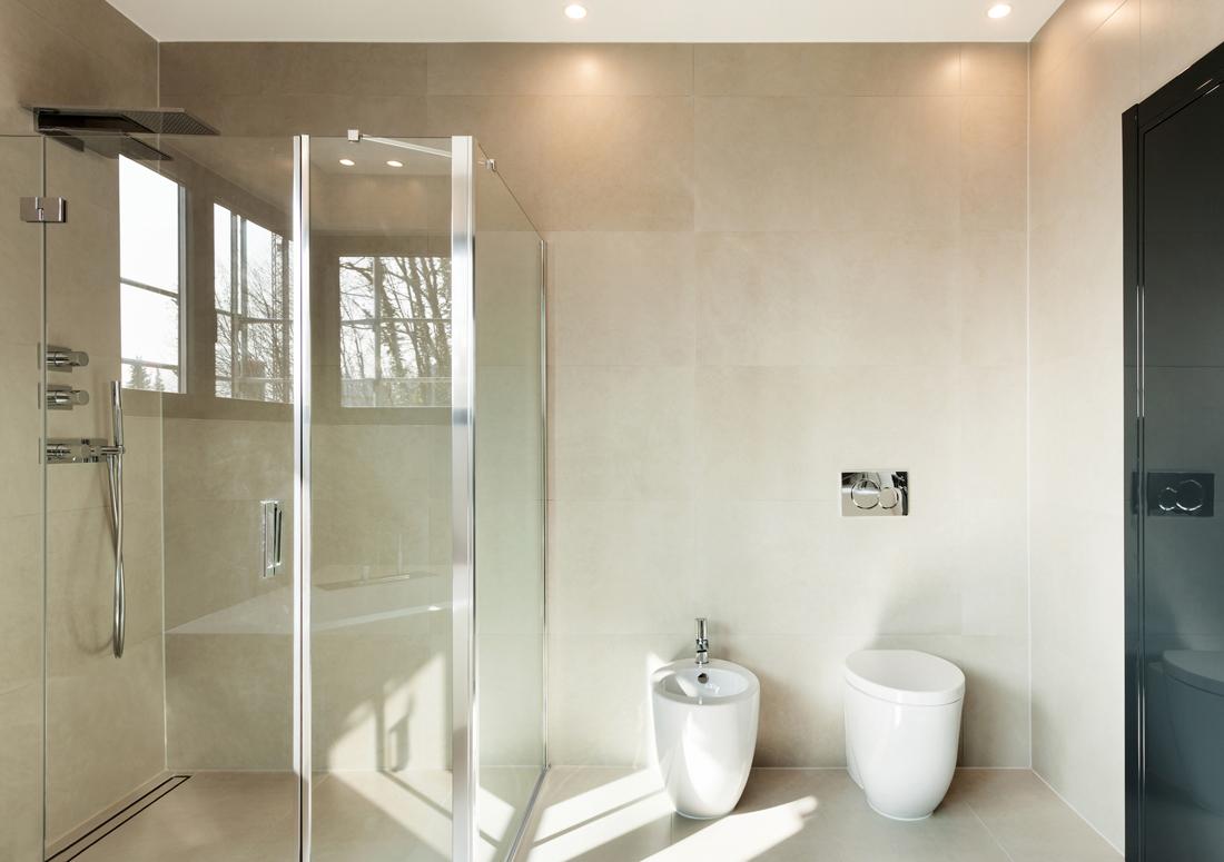 Box doccia angolare quanto costa acquistarlo e posarlo - Quanto costa fare un bagno completo ...
