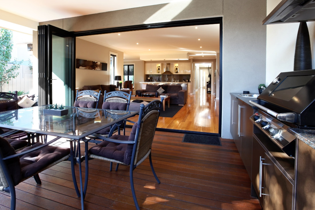 Porte pieghevoli in legno e in vetro caratteristiche e - Porta a soffietto in vetro ...