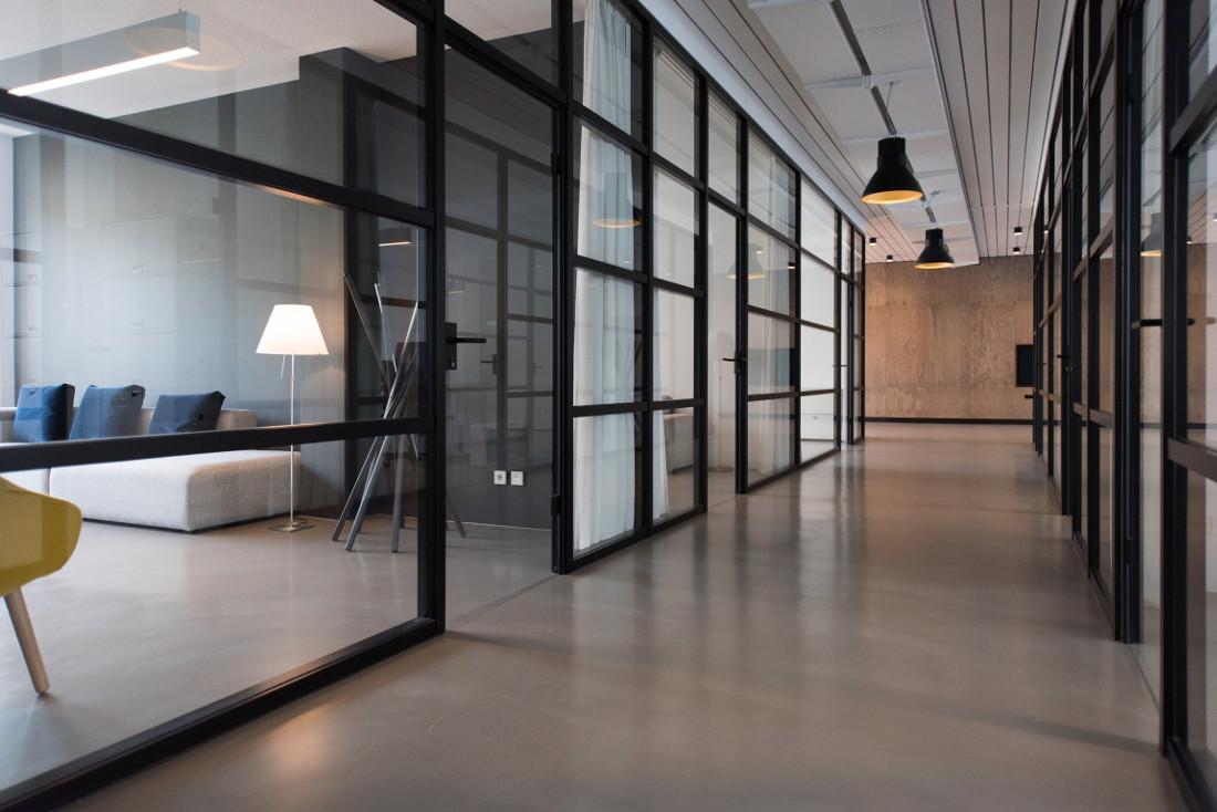 Porte in vetro per interni moderne e decorate prezzi e - Vetro per porta interna ...
