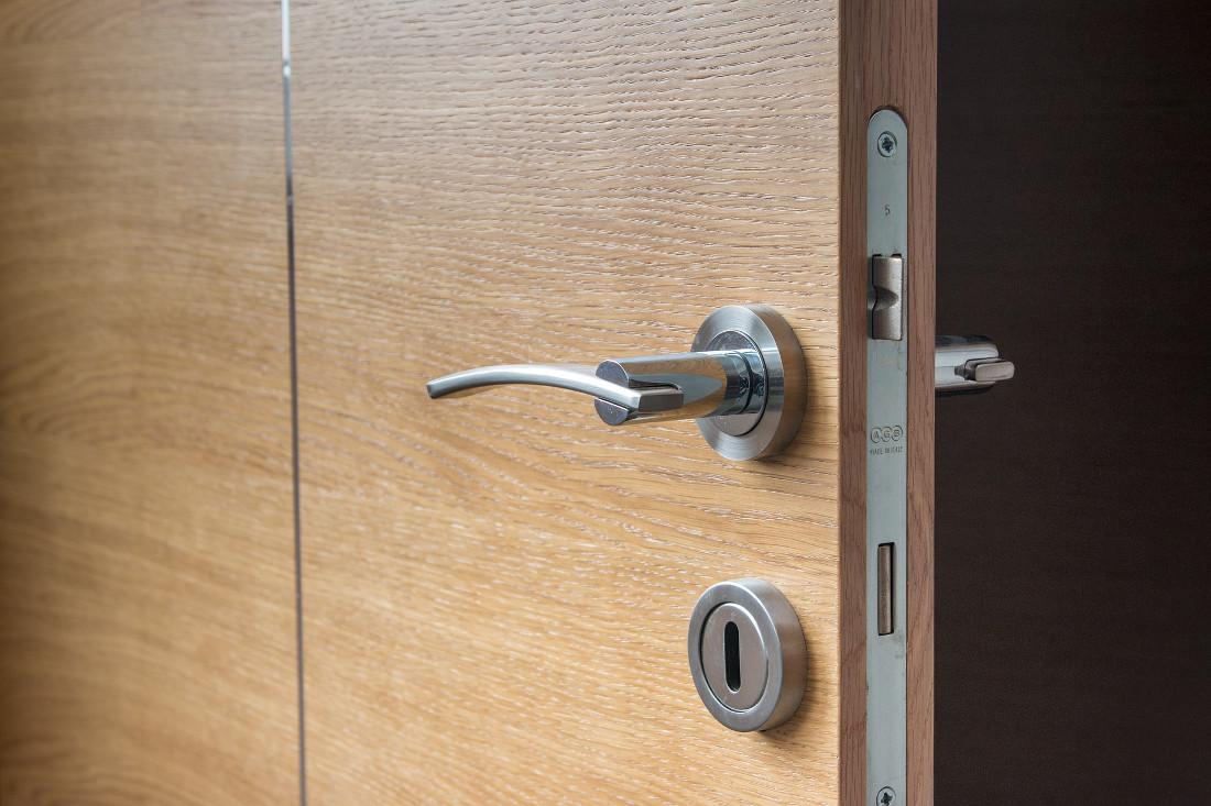 Porte interne moderne prezzi idee e consigli - Materiale maniglie porte ...