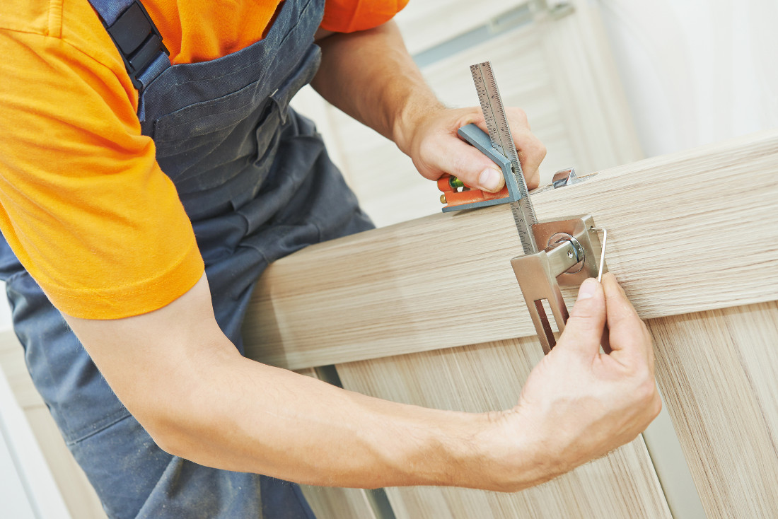 Porte in legno grezzo economiche e su misura prezzi e for Verniciare legno grezzo