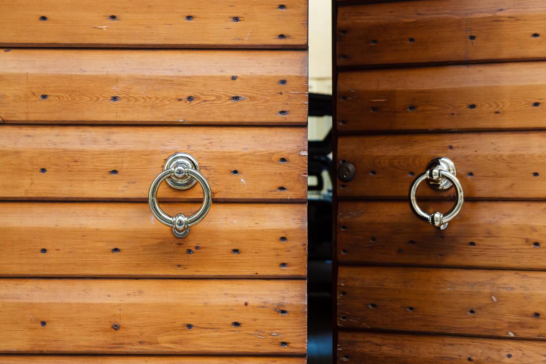 Porte rustiche per interni ed esterni prezzi e consigli - Porta scorrevole esterno muro fai da te ...
