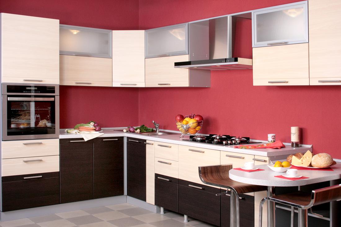 Parete rossa tonalit abbinamenti e consigli for Colore pareti cucina bianca