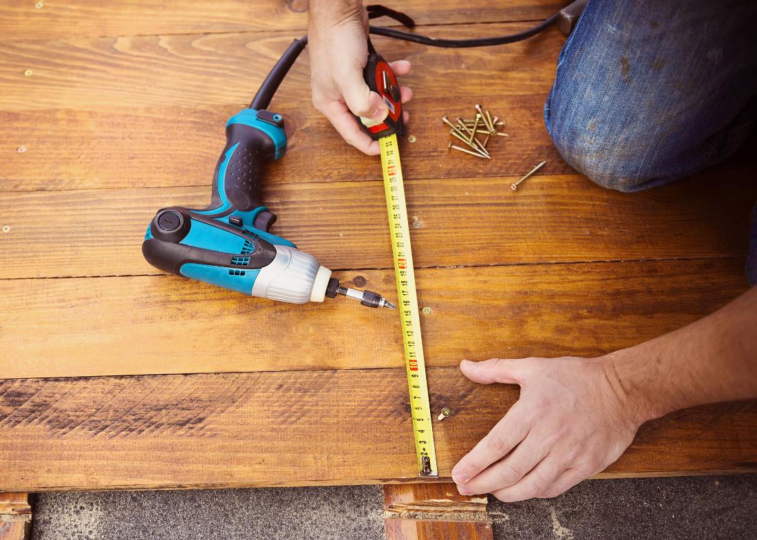 Posa del parquet prezzi stili e consigli anche fai da te - Piastrelle da incollare su pavimento esistente ...