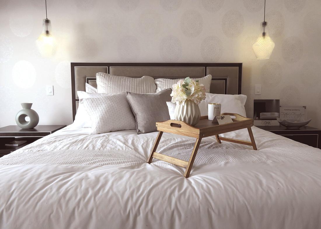 Carta da parati per la camera da letto prezzi e idee for Carta da parati per parete letto