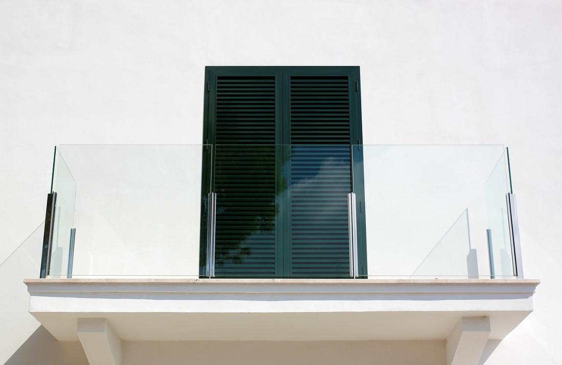 Parapetto prezzi costi di posa e tipologie - Altezza parapetti finestre normativa ...